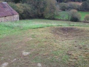 ceci est un ancien bassin en pierre